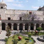 Vista el complejo de San Francisco en Arequipa
